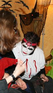 http://2.bp.blogspot.com/-4XiVVOv09vY/TrLHD_qSVGI/AAAAAAAAASU/20QeFvRDgyA/s1600/Scary1.jpg