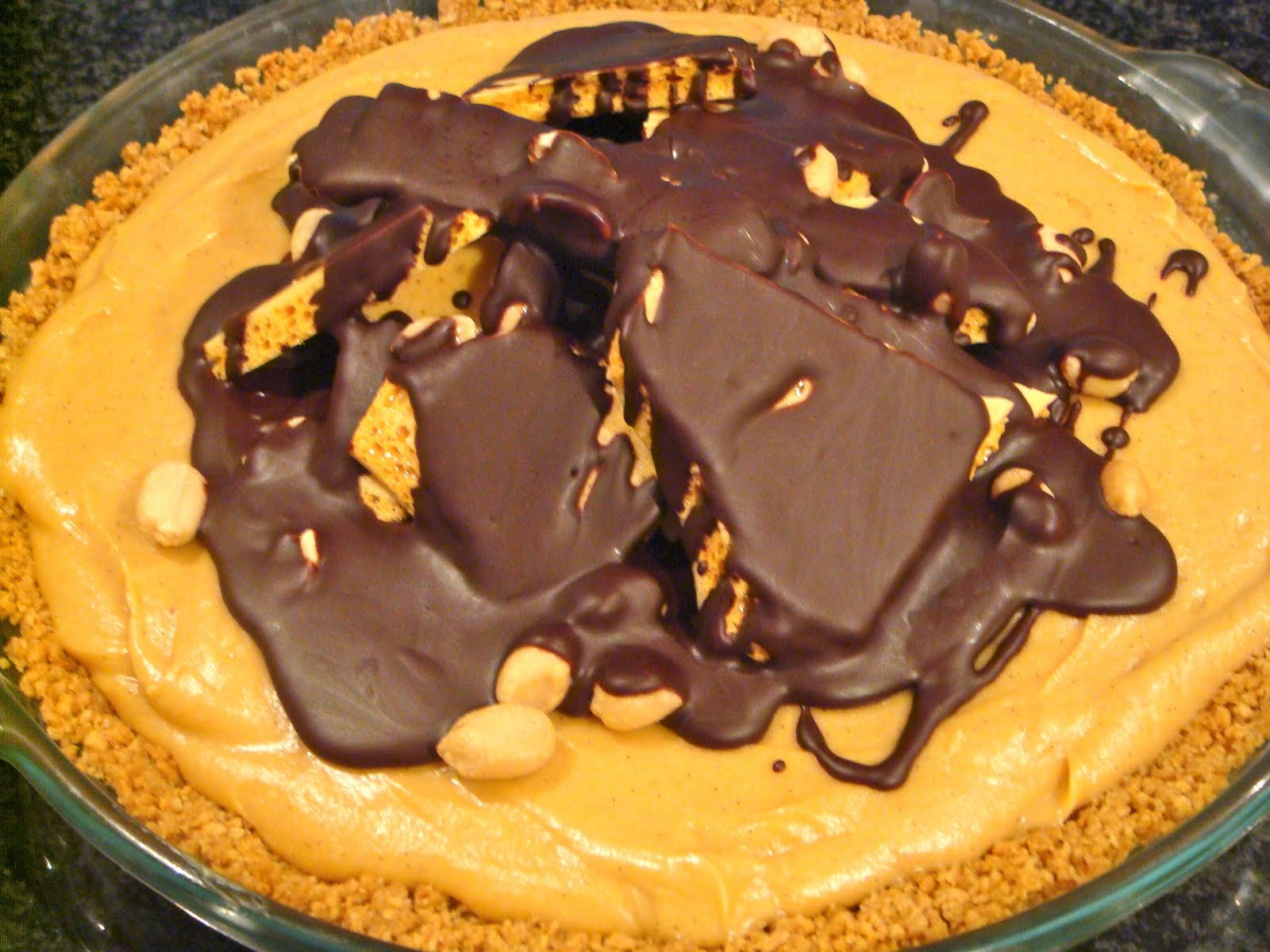 Delicious Dishings: Peanut Butter Honeycomb Pie