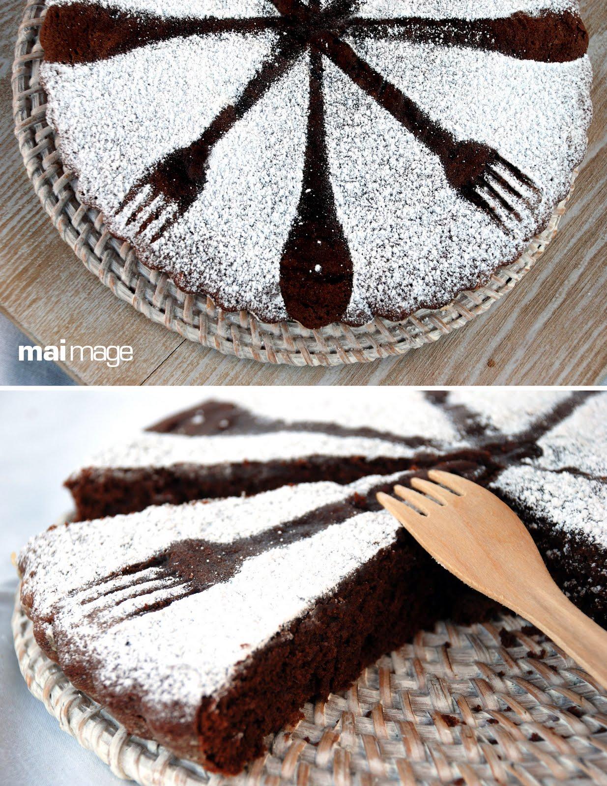 Il colore della curcuma torta al cioccolato e agosto for Decorazioni zucchero a velo