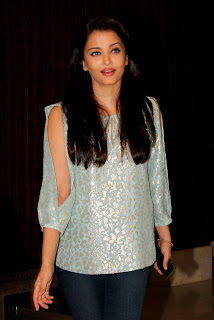 Actress Aishwarya Rai Latest Pictures in Jeans at Jazbaa Script Reading Event 5