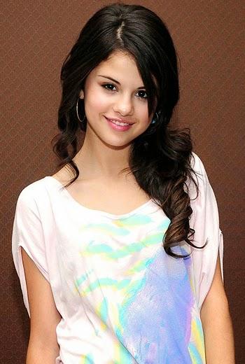 Spring Breakers Heroine Selena Gomez Hot HD Wallpapers 2014