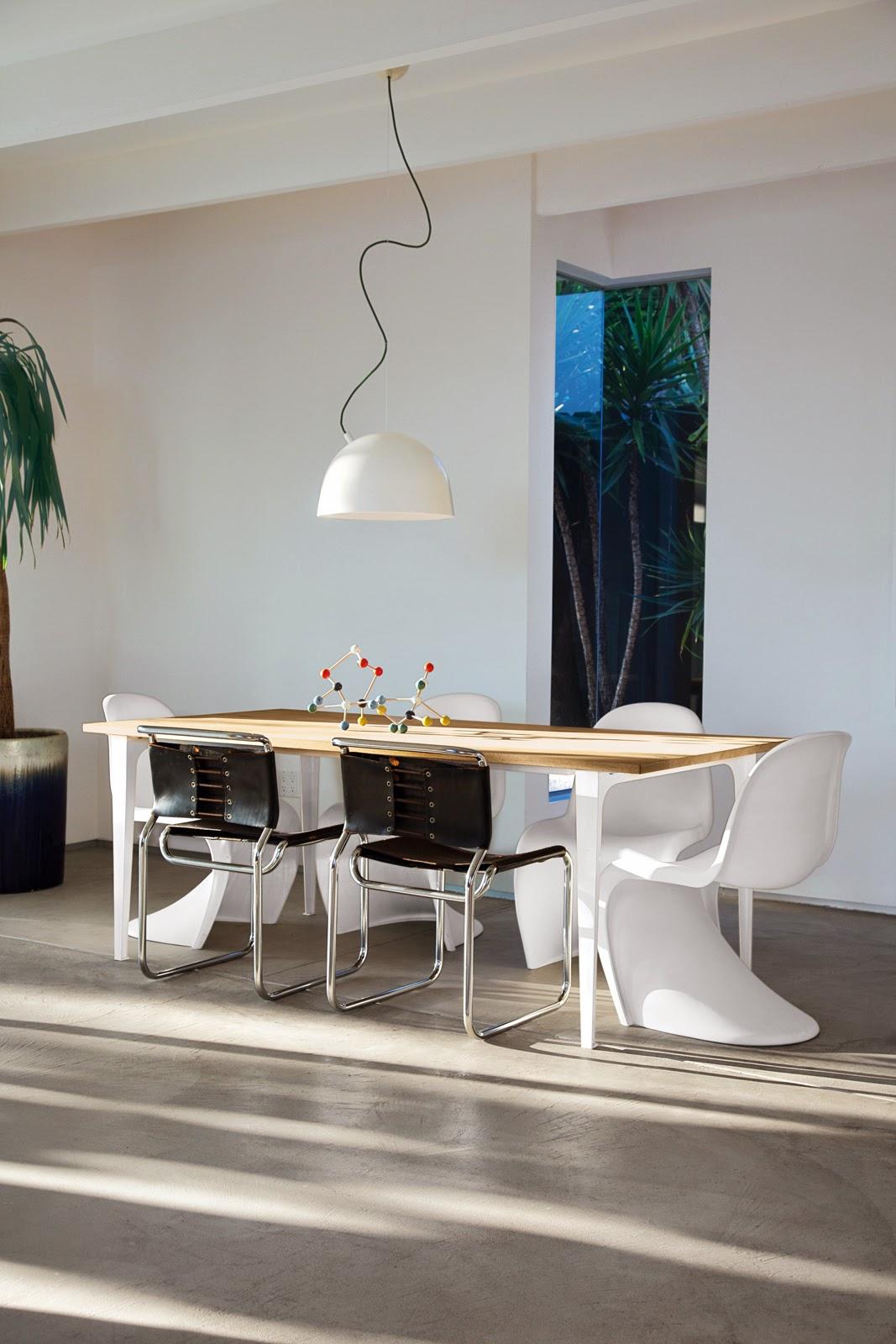 Case Study House in modernem Design mit Designklassiker und Kunst zum entspannten Wohnen
