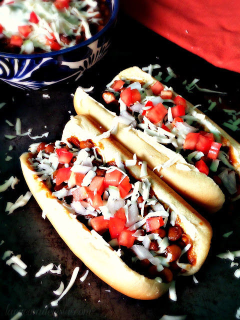 Chili Bean Hot Dogs - lacocinadeleslie.com