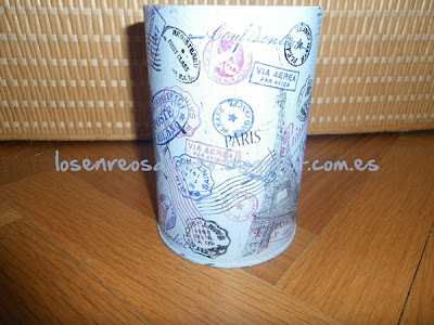 Envase metálico decorado con sellos