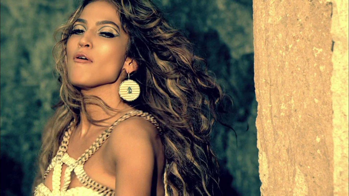 http://2.bp.blogspot.com/-4Z4FrjQX974/ThsTKZVFhzI/AAAAAAAAAC0/PtB1PL1Mzy8/s1600/Jennifer-Lopez-I-m-Into-You-Music-Video-jennifer-lopez-21878057-1366-768.jpg