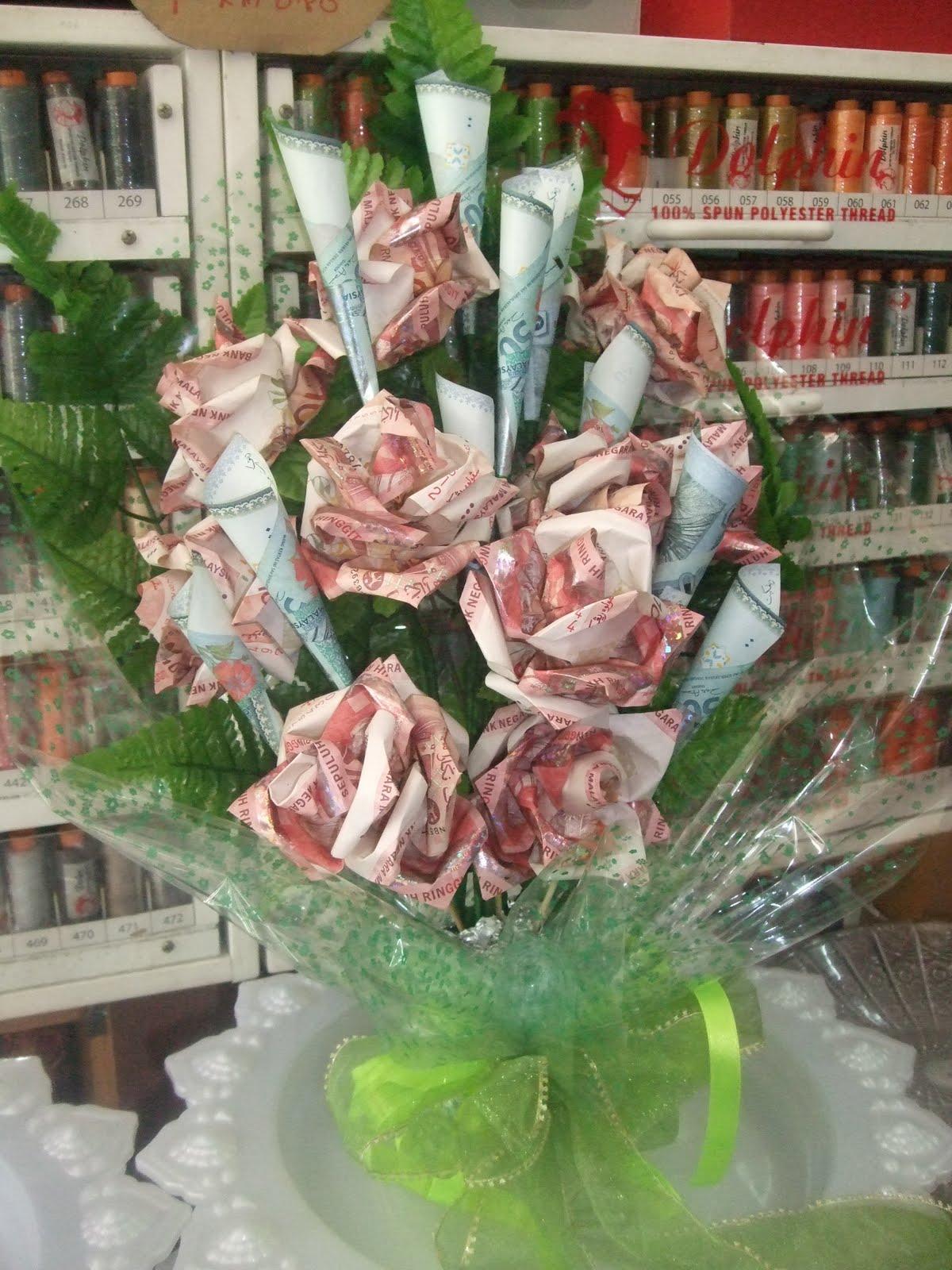 Tangkai Bunga Rose Menggunakan Duit Sebanyak Keping