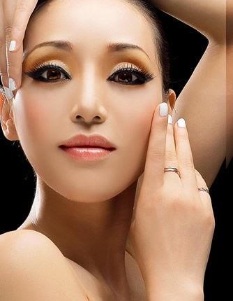Luta contra envelhecimento de pele em volta de olhos