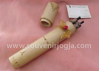 undangan pernikahan gulung packing bambu