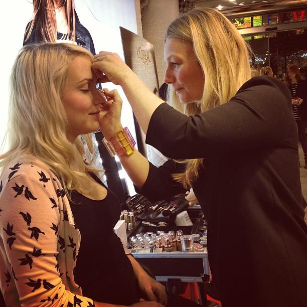 johanna aka retrolover has her makeup done by makeup artist teresa grundin