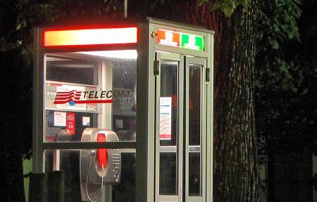 la cabina telefonica: damnatio memoriae - l'antro atomico del dr ... - Cabina Telefonica