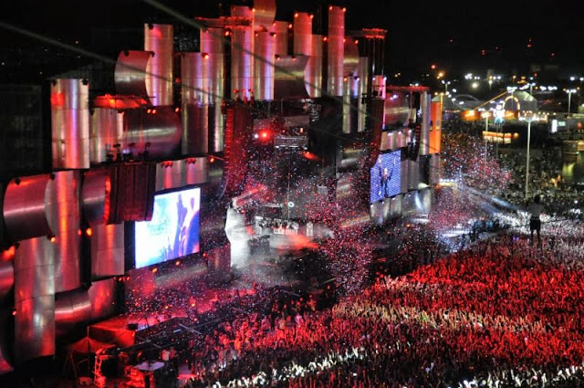 Over half-a-million people attend Rock in Rio, the world's greatest music festival!