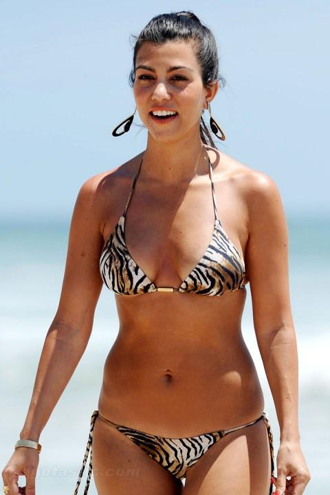 kourtney kardashian 2011 bikini. Kourtney Kardashian Bikini