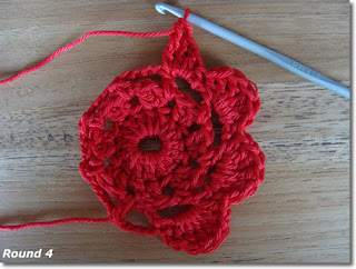 Crochet flower pattern - Happy in red - round 4