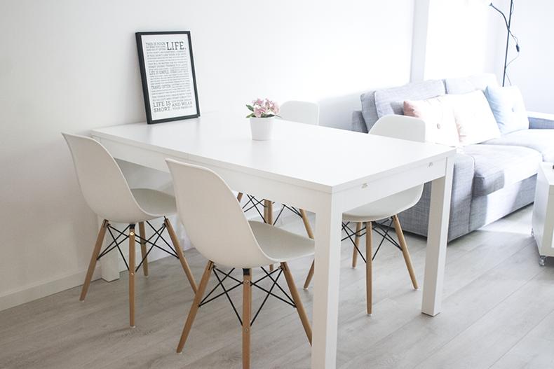 Sweet harmonie mi salon con sillas nuevas for Mesas de cocina blancas