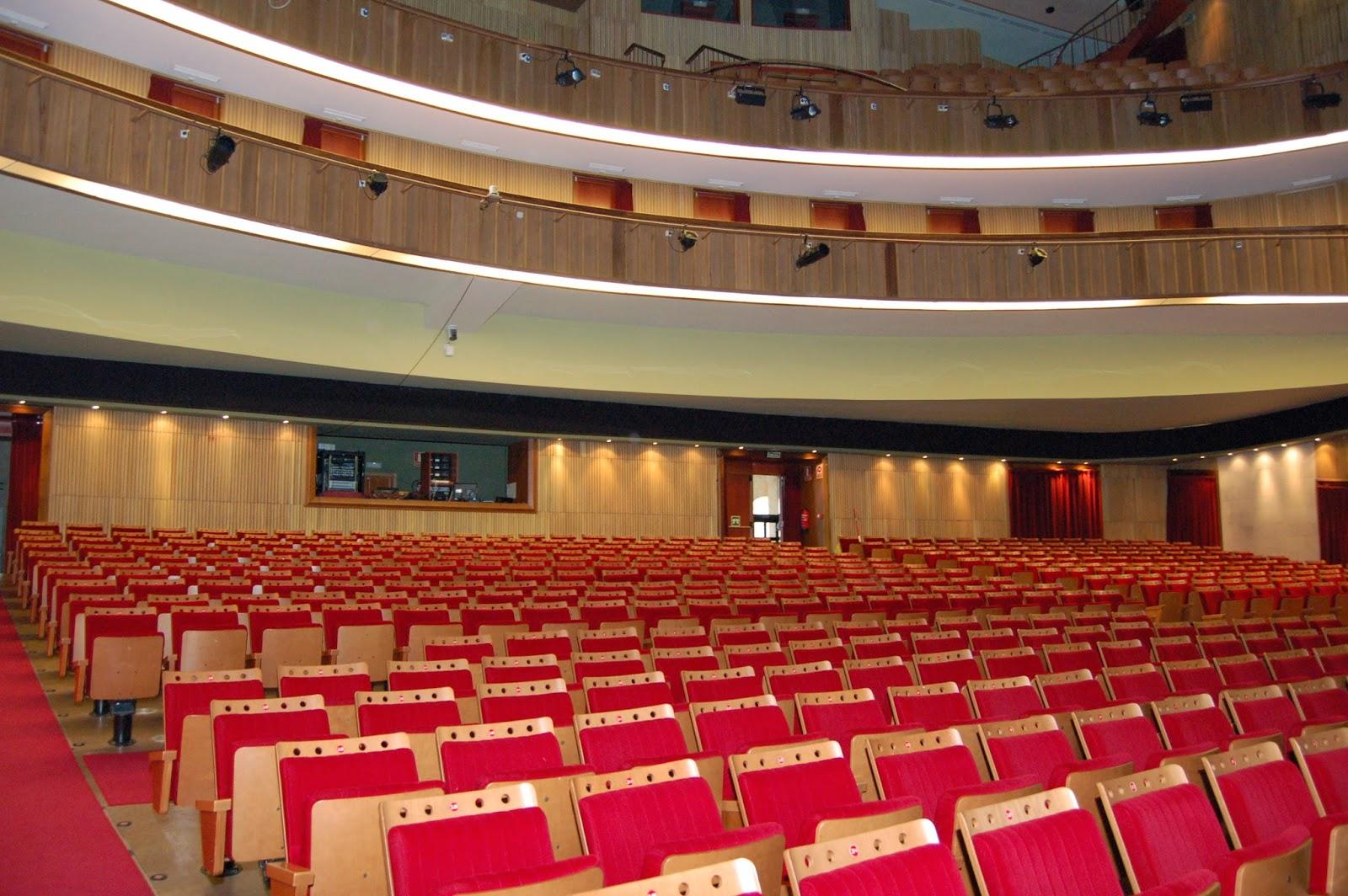 La vie est belle laboral ciudad de la cultura for Teatro de la laboral