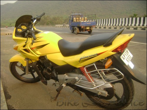 Two wheels world  Hero Honda Karizma