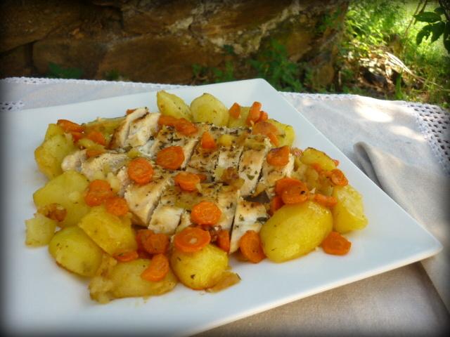 Cocina para burros pechugas de pollo asadas con patatas y for Pechugas de pollo al horno con patatas