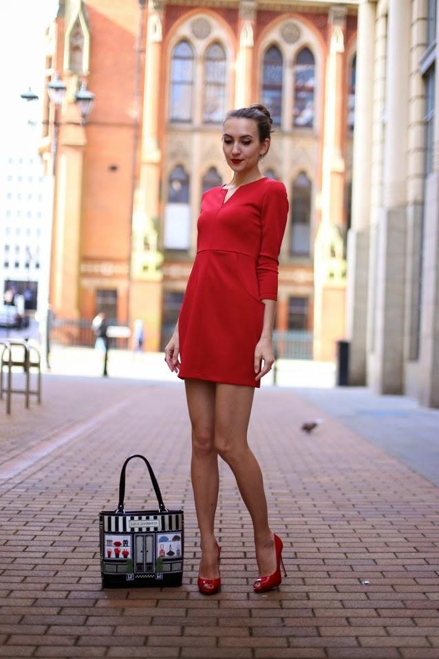 красное платье мини с длинным рукавом