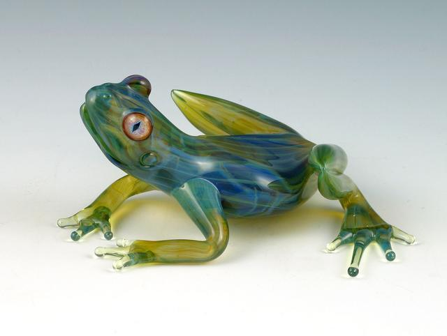 21-Transparent-Frogs-Scott-Bisson-Glass-Sea-and-Land-Animals-www-designstack-co