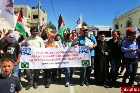 Brasileiros e palestinos em ato contra a ocupação