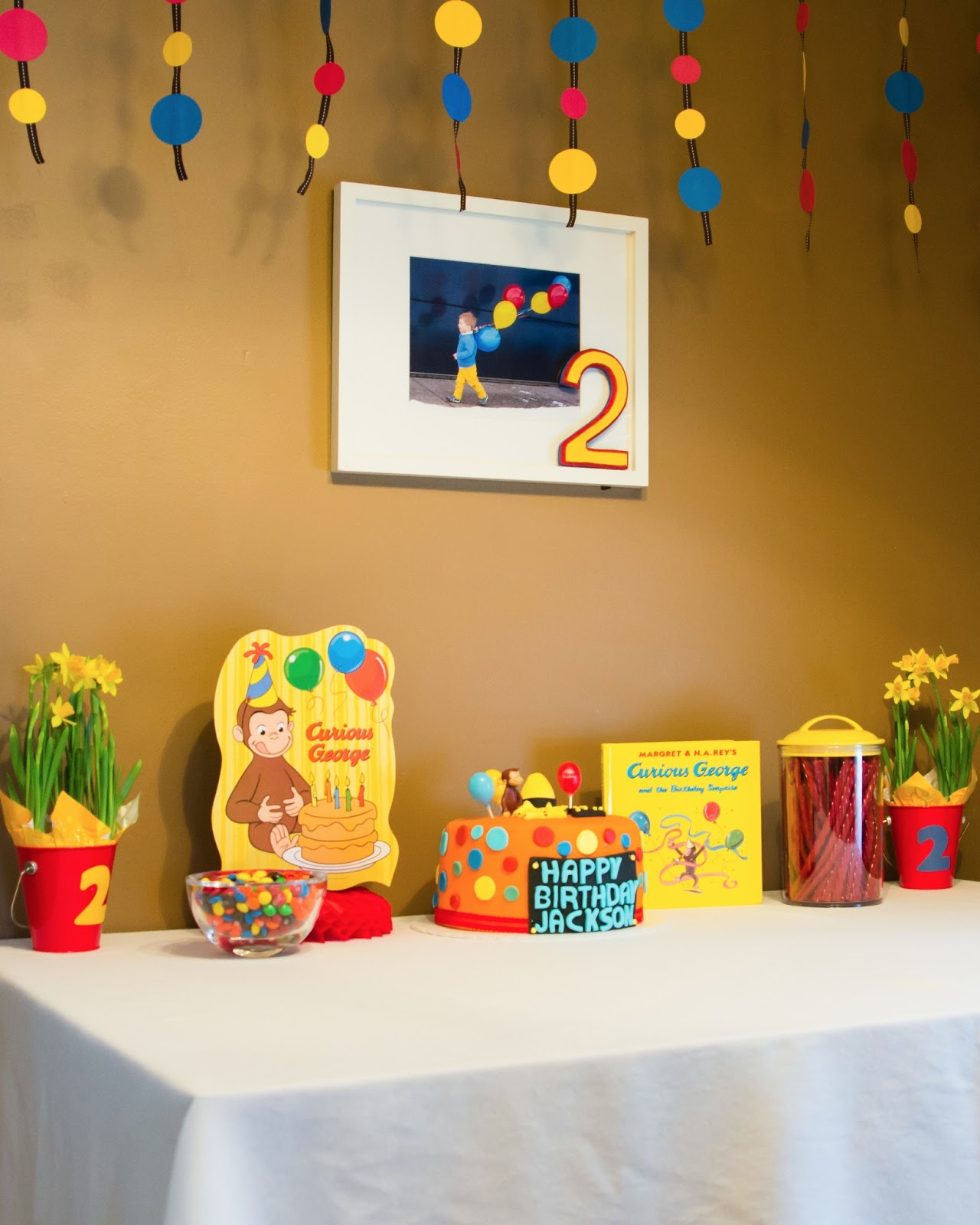 Love baby life curious george party for Curious george bedroom ideas