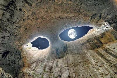 Fenomena Alam Mata Dewa di Gua Prohodna, Bulgaria