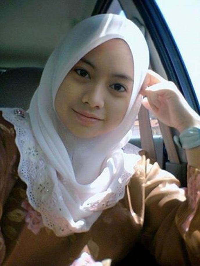 Gadis Jilbab Baju Kurung Cun