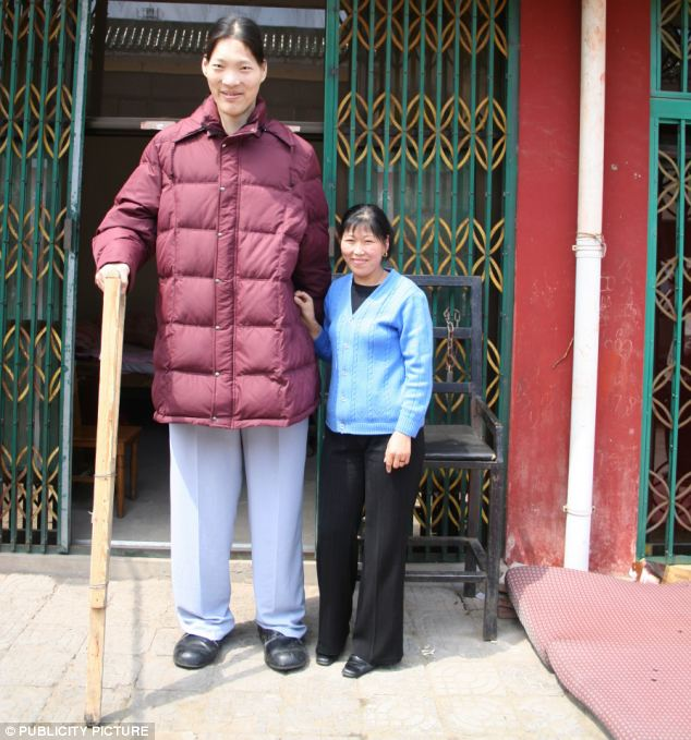 The world s tallest woman yao defen according to the guiness book of