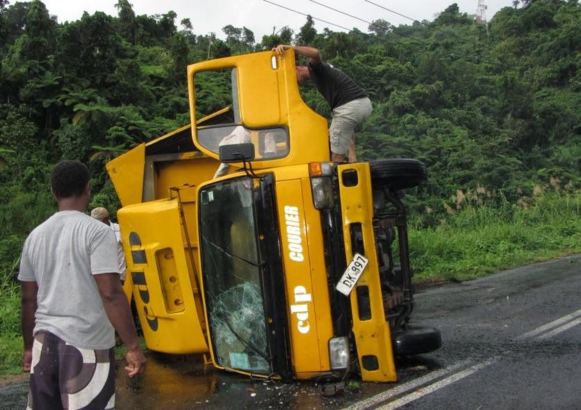 LKW mit kaputtem Aussenspiegel