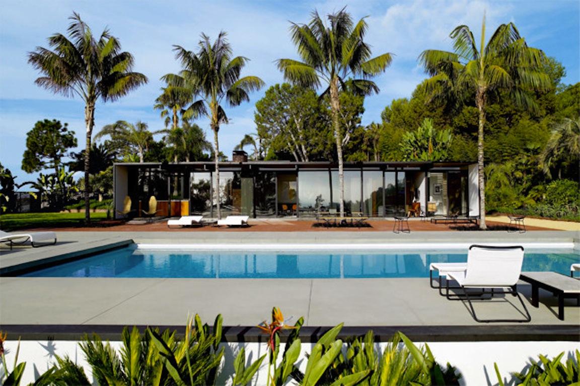 Black white yellow malibu beach home for Modern house yellow