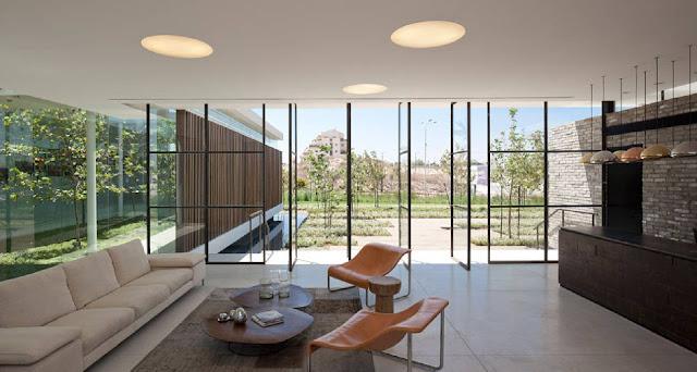 08Gindi-Holdings-Sales-Center-by-Pitsou-Kedem-Architects