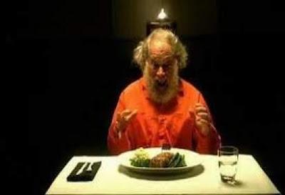 تعرف على اغرب طلبات السجناء قبل الحكم بالاعدام  - رجل يأكل فى السجن - man eating in jail