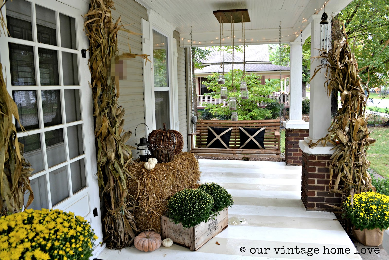 Our vintage home love autumn porch ideas - Vintage front porch decorating ...