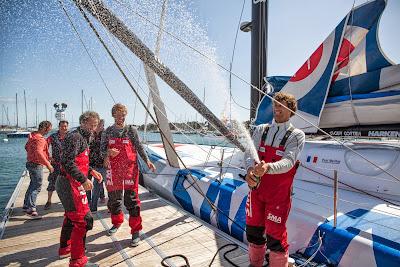 Champagne pour Paul Meilhat et Michel Desjoyeaux à l'ArMen Race !