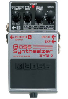 Teste do pedal para baixo Bass Synthesizer da Boss modelo SYB-5 na Central do Rock