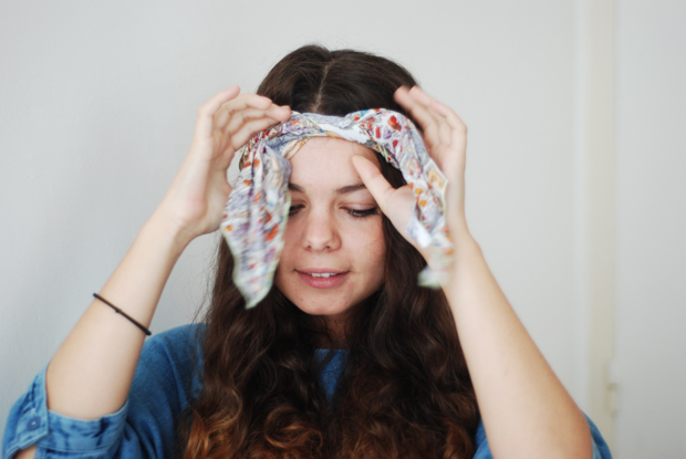 Porter un foulard dans ses cheveux my favourites - Comment porter un petit foulard carre ...