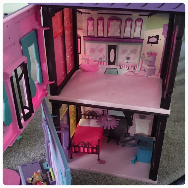 littlest pet shop style sets stacked up
