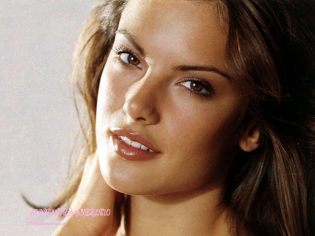 http://2.bp.blogspot.com/-4cUPEQCNzfI/Tdie8AfHHoI/AAAAAAAAAo8/-fgeMo6RtHQ/s1600/alessandra_ambrosio_8.jpg