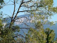 Els cingles de Sant Roc vistos després de passar l'avituallament