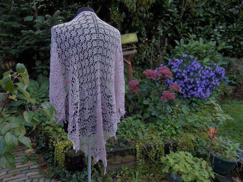 TE KOOP: oudroze kanten sjaal