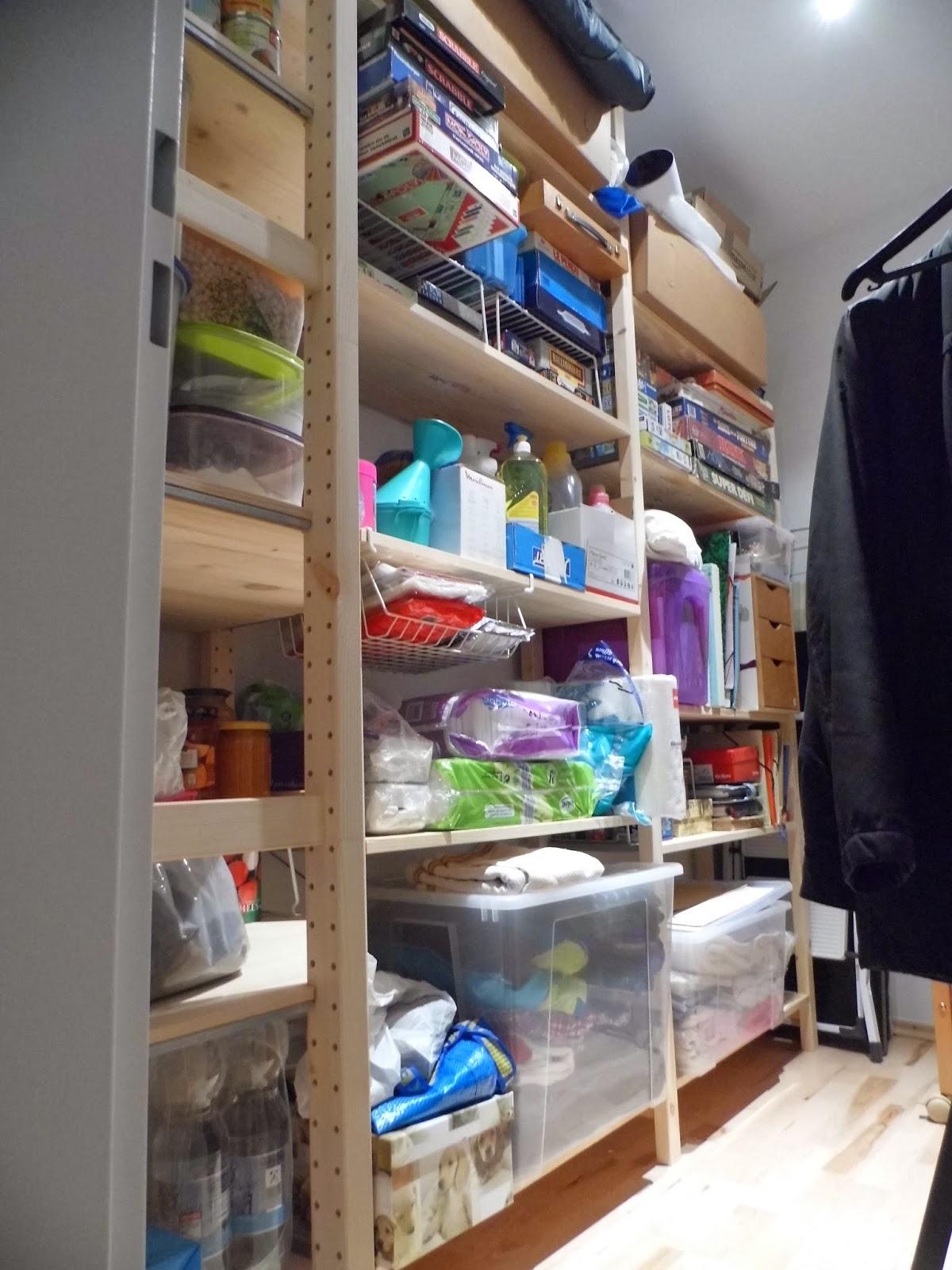 la cit des vents un cellier bien rang a tidy cellar. Black Bedroom Furniture Sets. Home Design Ideas