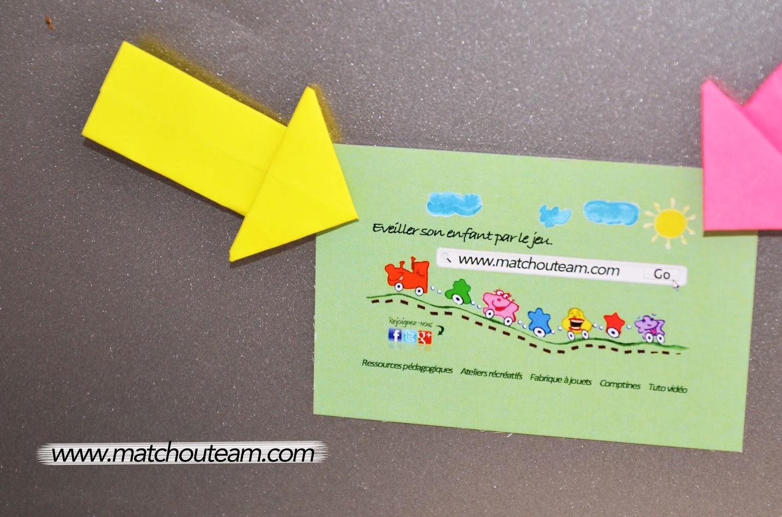 origami transformer un post-it en flèche