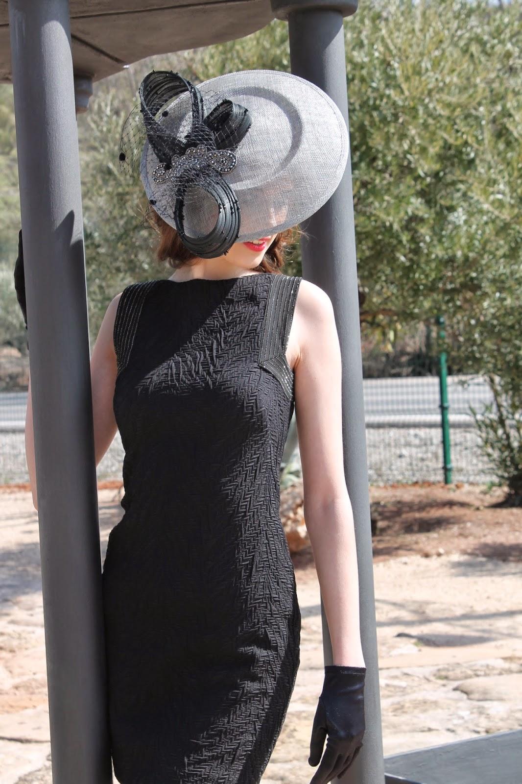 Tocado para vestido negro