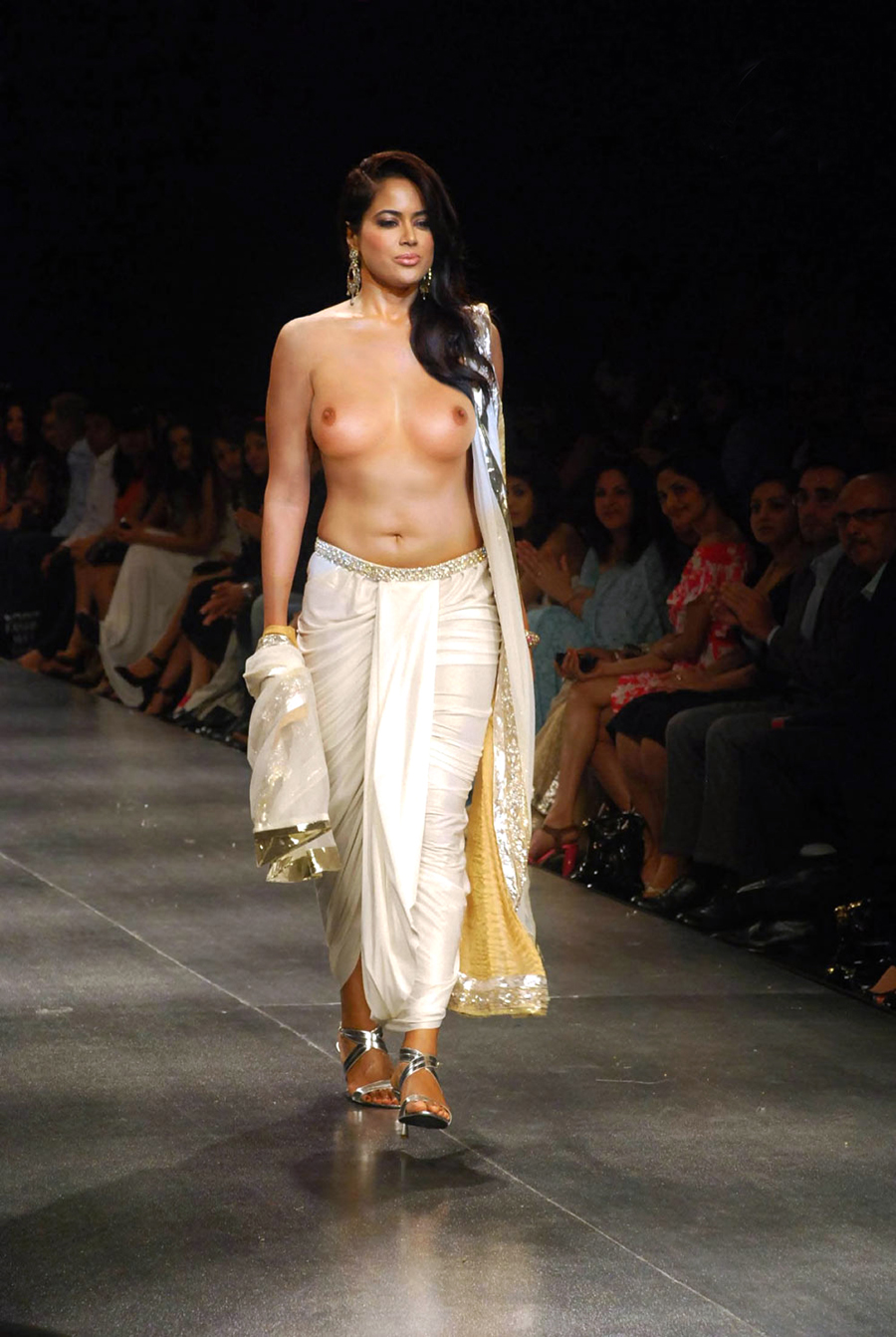 naked on the catwalk sameera reddy boobs exposed at catwalk