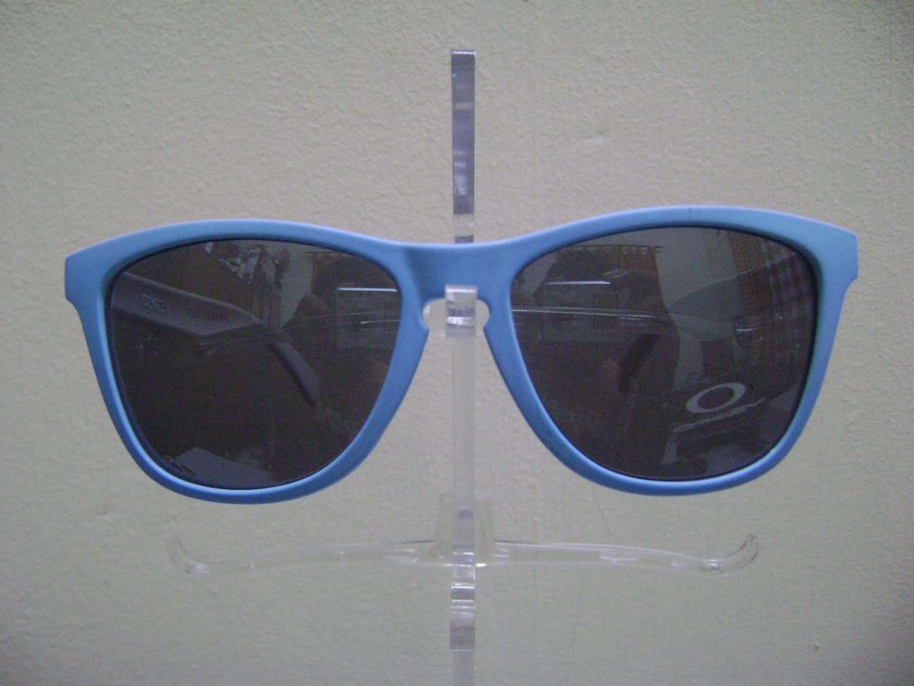 blue oakley frogskins 30qs  Oakley Frogskin Baby Blue Matte & White Polished Leg