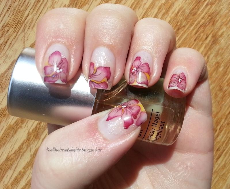 lila Blumen Nageldesign selber machen Ideen