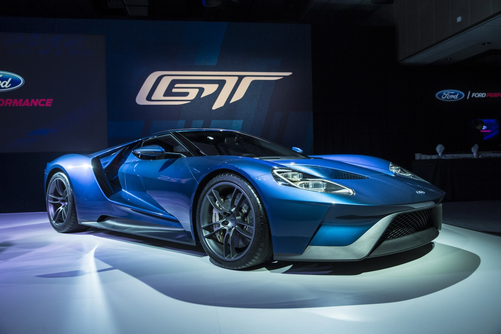 2016 ford gt 39 s annual production limited to 250 units priced against the aventador carscoops. Black Bedroom Furniture Sets. Home Design Ideas