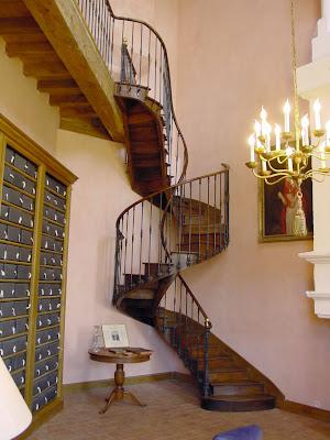 un escalier colima on bien fran ais. Black Bedroom Furniture Sets. Home Design Ideas