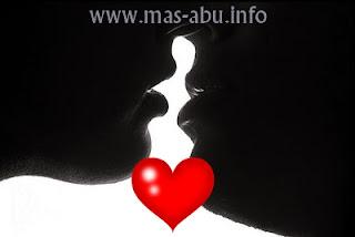 10 Fakta Tersembunyi Tentang Ciuman