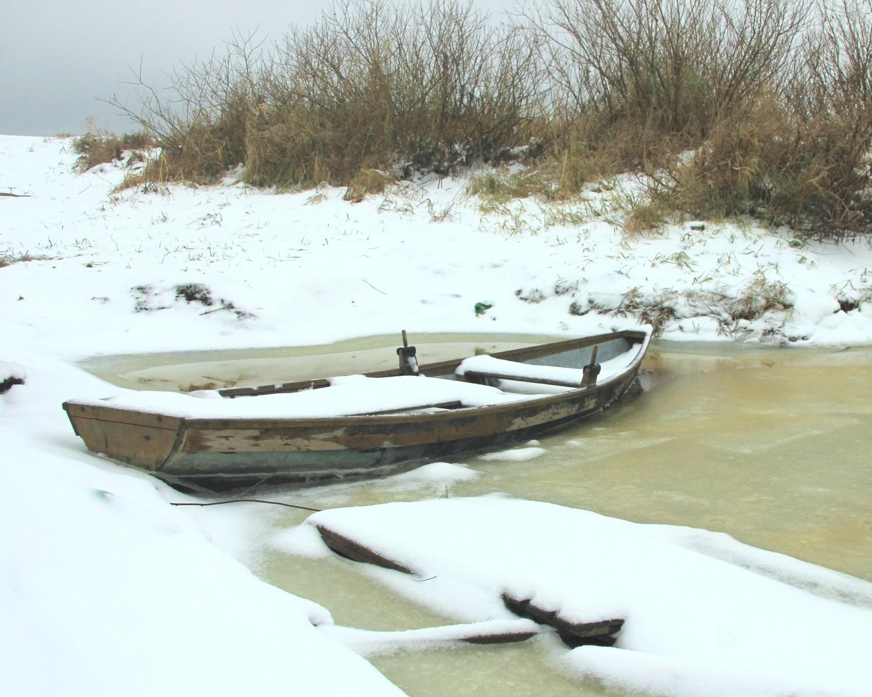 Фото лодок. Самодельная лодка во льду